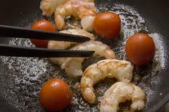 Креветки жаря с томатом Стоковая Фотография RF