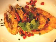 Креветки зажарили с chilies и соль, то тайская еда Стоковые Изображения RF