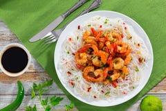 Креветки масла и лапша риса зажаренные чесноком Стоковое фото RF