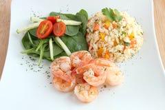Креветки с рисом и салатом Стоковые Изображения