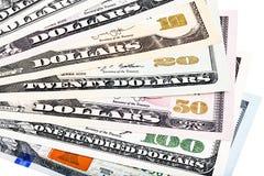кредитки 1 2 10 20 50 100 всех предпосылки америки представляют счет доллары доллара ona включенный ворохом дег одна заявляет там Стоковая Фотография RF