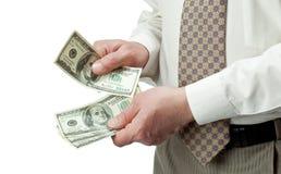 кредитки подсчитывая доллар вручают человека s Стоковое Изображение RF