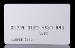 Кредитная карточка текстурированная деталью на черноте стоковое изображение