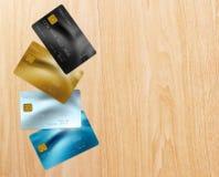 Кредитные карточки на таблице Стоковая Фотография