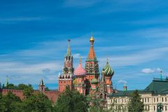 Кремль и собор базилика St в Москве, России Туризм стоковое изображение
