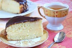 Кремовый пирог Бостона и зеленый чай Стоковые Изображения
