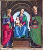 КРЕМОНА, ИТАЛИЯ: Картина Madonna, St. John евангелист и Августина Блаженного в соборе предположения благословленной девой марии стоковые фотографии rf