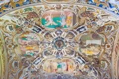 КРЕМОНА, ИТАЛИЯ, 2016: Потолок бортовой часовни в Chiesa di Сан Sigismondo Giulio Campi, Bernardino Campi и Bernardino Gatti Стоковое Изображение