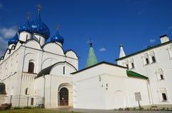 Кремль в Suzdal в лете vladimir перемещения st России кольца demetrius собора золотистое Стоковая Фотография RF