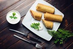 Крены блинчика Концепция масленицы и русской традиционной еды Стоковое Изображение RF