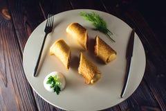 Крены блинчика Концепция масленицы и русской традиционной еды Стоковое фото RF