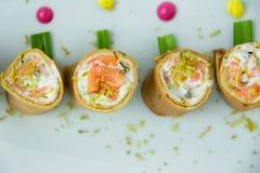 Крены Crepe заполненные с светлым плавленым сыром стоковое фото