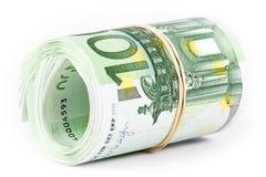 Крен 100 банкнот евро с круглой резинкой Стоковые Фото