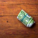Крен 100 банкнот евро Стоковая Фотография RF
