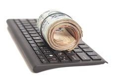 Крен индийских примечаний рупии валюты на клавиатуре компьютера Стоковое Изображение RF