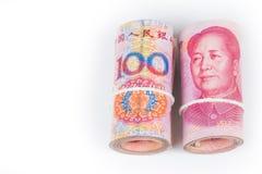 Крен 100 китайских банкнот юаней с белым isola робы Стоковые Фотографии RF
