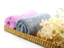 Крен курорта полотенца установил на белую предпосылку Стоковое Изображение