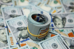 крен доллара на предпосылке много долларов Стоковая Фотография