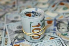 крен доллара на предпосылке много долларов Стоковые Изображения RF