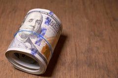 Крен 100 долларовых банкнот Стоковое Изображение RF