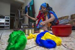 Крен ручных станков качания сари Jamdani magenta Стоковые Фотографии RF
