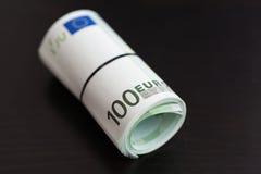 Крен 100 счетов евро Стоковое Фото