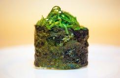 Крен с морской водорослью стоковые фото