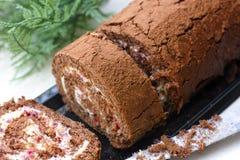 Крен торта губки шоколада с сливк Стоковые Фото