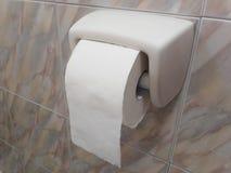 Крен туалетной бумаги на стене Стоковое фото RF