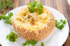 Крен хлеба испеченный с сыром и грибами Стоковая Фотография RF