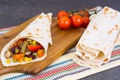 Крен хлеба пита с овощами и грибами Стоковые Фотографии RF