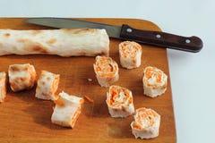 Крен хлеба pitta, моркови, яичек лежит Стоковое фото RF