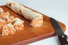 Крен хлеба pitta, моркови, яичек лежит Стоковые Изображения