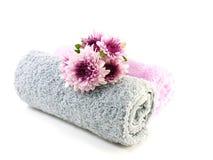 Крен цветков полотенца и хризантем розовых Стоковое Изображение RF