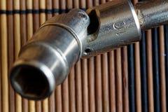 Крепежные детали гаечного ключа дальше с Torx гнездом на деревянной предпосылке, части ключа Стоковые Фотографии RF