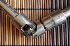 Крепежные детали гаечного ключа дальше с Torx гнездом на деревянной предпосылке, части ключа Стоковая Фотография