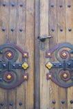 Крепкая выкованная дверь Стоковые Изображения