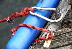 Крепление металла 2 стальных кабелей Стоковое Фото