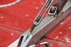 Крепление металла 2 стальных кабелей Стоковая Фотография
