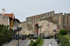 Крепостная стена в верхнем городке Thessaloniki Греции стоковое изображение