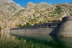 Крепостная стена старого городка Kotor Стоковая Фотография