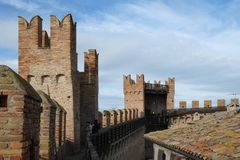Крепостные стены Gradara, Италия стоковые изображения rf