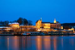 Крепость на ноче, Осло Akershus, Норвегия стоковые фото