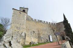 Крепость на скале в Сан-Марино Стоковые Изображения RF