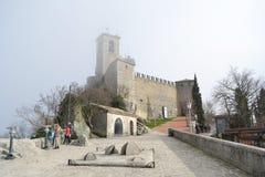 Крепость на скале в Сан-Марино Стоковая Фотография RF