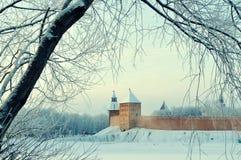 Крепость Новгорода Кремля в Veliky Новгороде, России - архитектурноакустическом виде на город зимы в винтажных тонах Стоковое Изображение