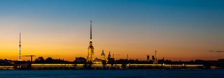 Крепость Питера и Пола в Санкт-Петербурге в сумерк Стоковое Фото