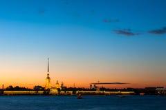 Крепость Питера и Пола в Санкт-Петербурге в сумерк Стоковые Изображения