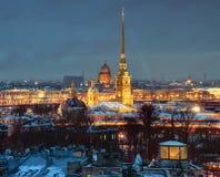 Крепость России, Санкт-Петербурга, Питера и Пола, ноча, верхняя часть VI стоковые изображения rf