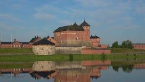 Крепость Hameenlinna на озере Vanajavesi Финляндия сток-видео